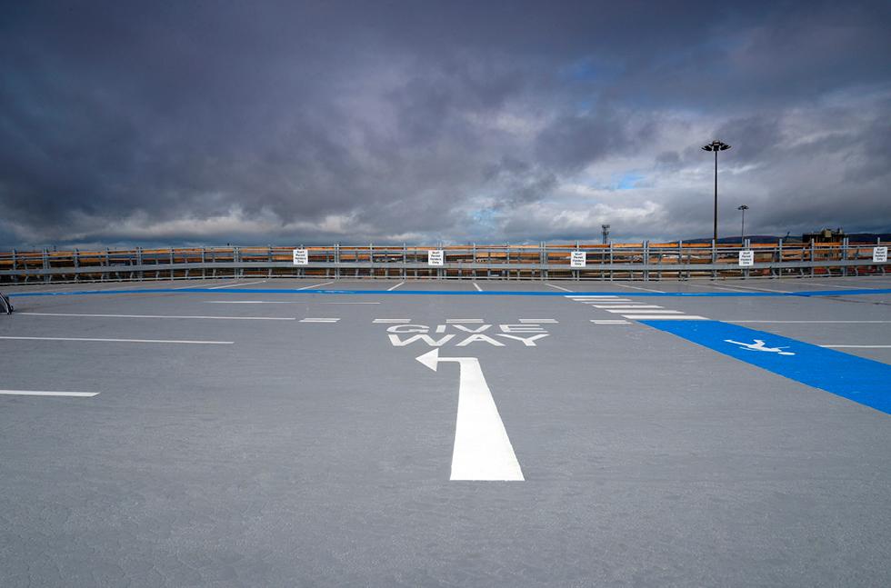 Паркинг госпиталя Университета Королевы Елизаветы - фото № 2